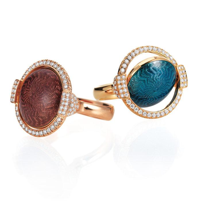 Gold-Ring mit rosa- und pastelllila farbenem bzw. blauem und silbernem Emaille auf Guilloche mit Diamanten mit drehbarer Linse
