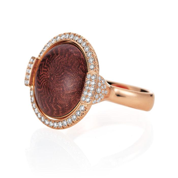 Gold-Ring mit rosa- bzw. pastelllila farbenem Emaille auf Guilloche mit Diamanten mit drehbarer Linse