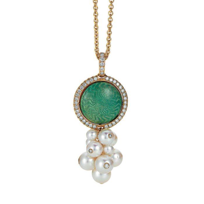 Gold-Anhänger mit grünem und blauem Emaille auf Guilloche mit Diamanten und Akoya-Perlen um das drehbare Mittelteil