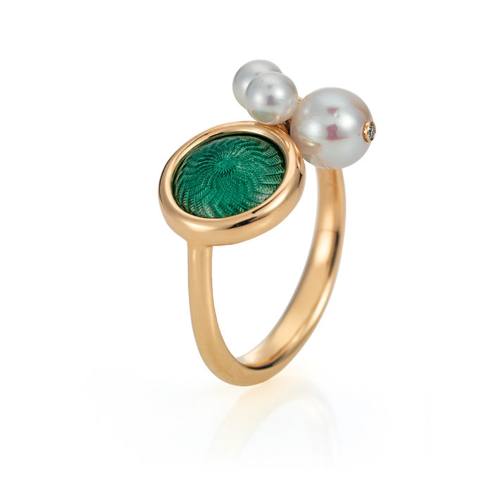 Gold ring with green enameled guilloche and Akoya pearls