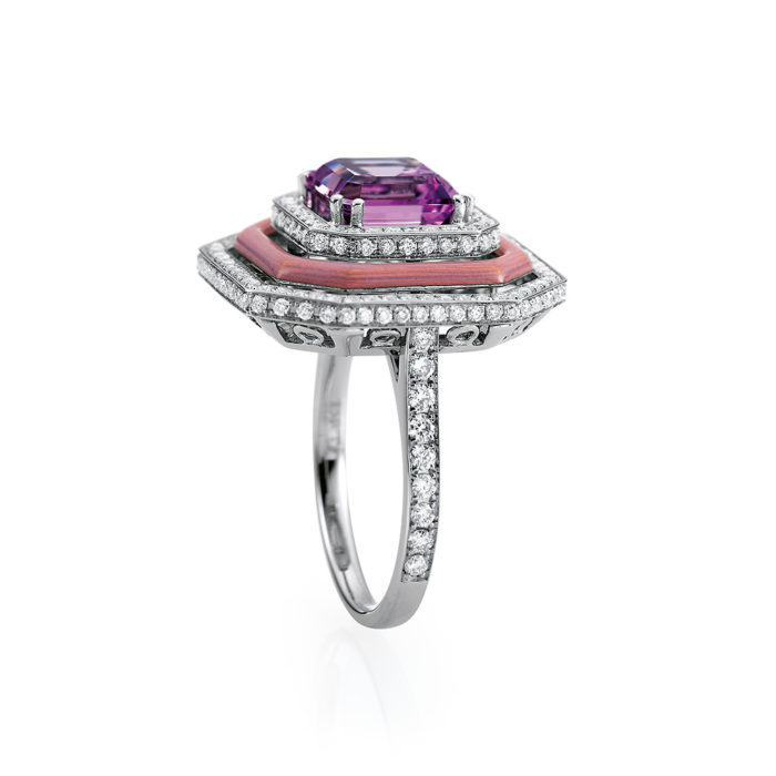 Gold-Ring mit Diamanten, rosafarbenem Emaille und rosafarbenem Edelstein