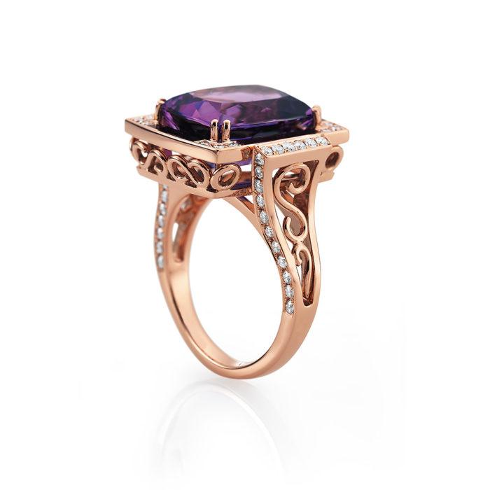 Gold-Ring mit Diamanten und violettem Edelstein