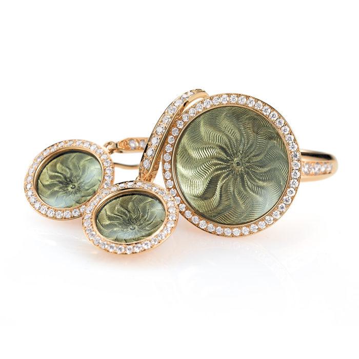 Diamant-besetzter Gold-Ohrringe mit hellgrau emailliertem Guilloche