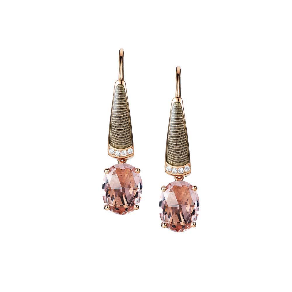 Diamant-besetzte Gold-Ohrringe mit hellgrau emailliertem Guilloche und rosa Turmalin