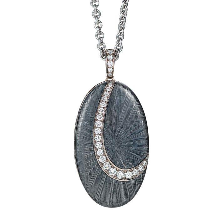 Diamant-besetztes Gold-Medaillon mit hellgrau emailliertem Guilloche zum Aufklappen für eigene Bilder