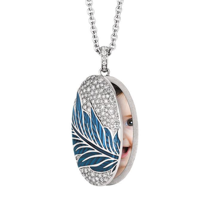 Gold-Medaillon mit blau emailliertem Guilloche mit Diamanten zum Aufklappen für das eigene Bild