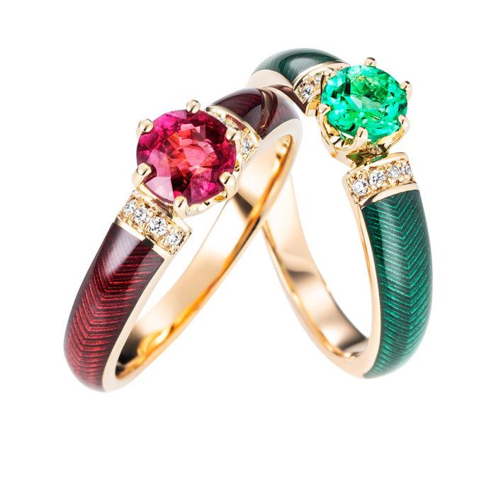 Diamant-besetzter Gold-Ring mit grün emailliertem Guilloche und Smaragd
