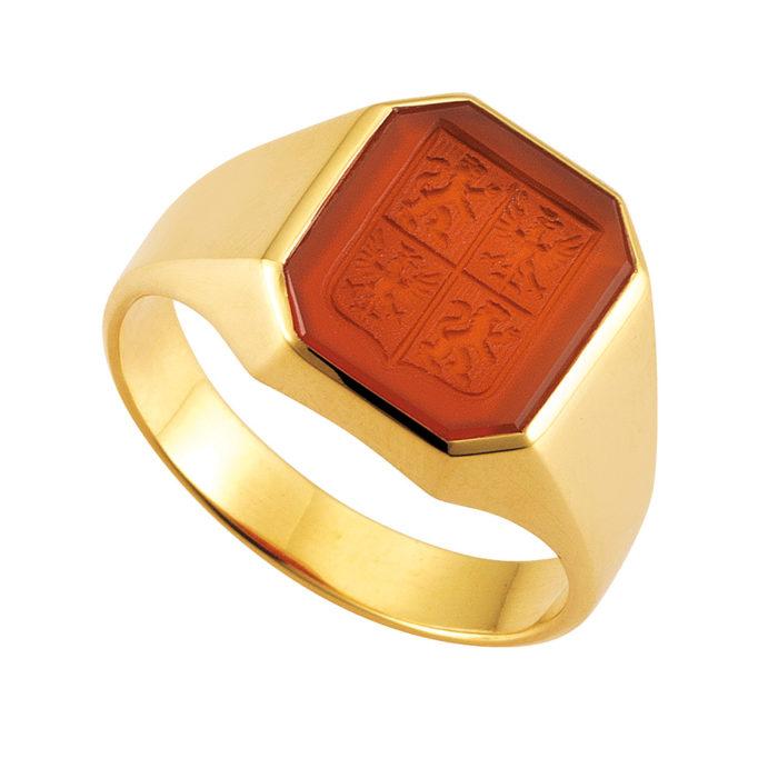 gelb-goldener Siegelring mit Carneol achteckig mit Gravur Schild