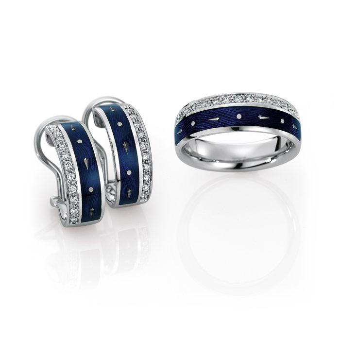 gravierte Gold Ohrringe und Ringmit Diamanten und blauem Emaille
