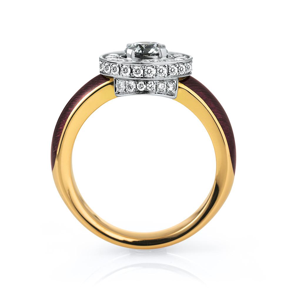 gravierter Gold Ring mit Brillanten und violettem Emaille