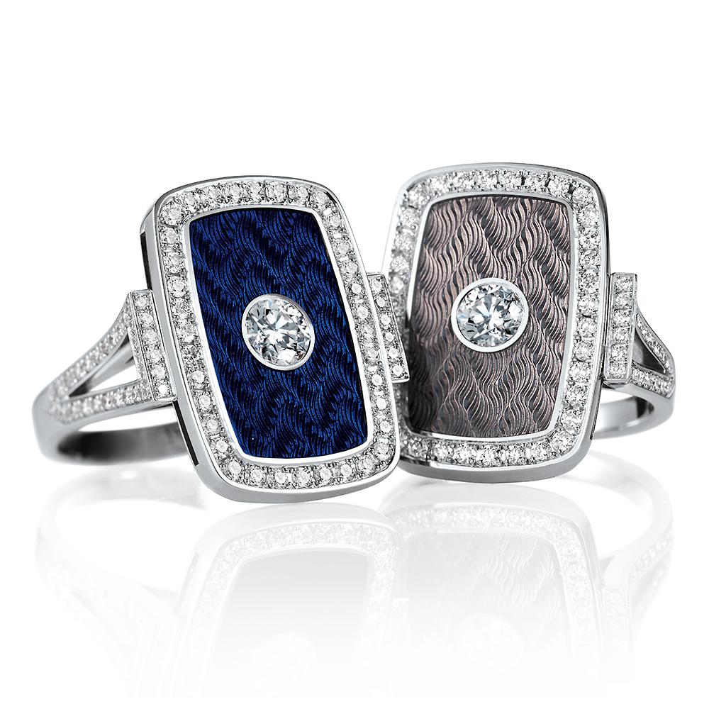 Diamant-besetzte Gold-Ringe mit blau und silberfarben emailliertem Guilloche
