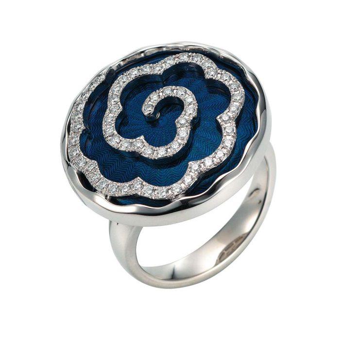 weiß-goldener, diamant-besetzter Gold-Ring mit petrolfarben emailliertem Guilloche