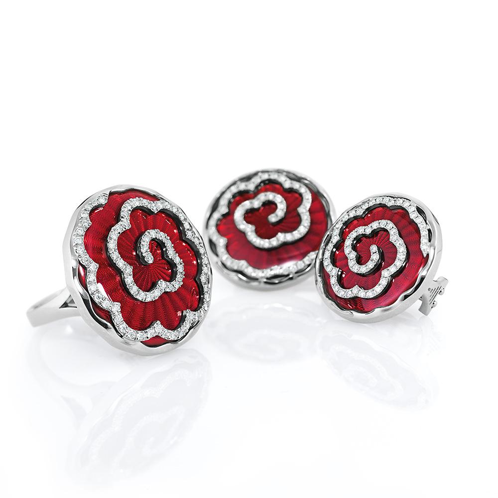 weiß-goldene, diamant-besetzte Gold-Ohrringe mit hellrot emailliertem Guilloche sowie der passende Ring