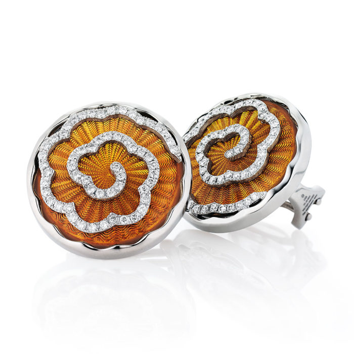 weiß-goldene, diamant-besetzte Gold-Ohrringe mit bernsteinfarben emailliertem Guilloche